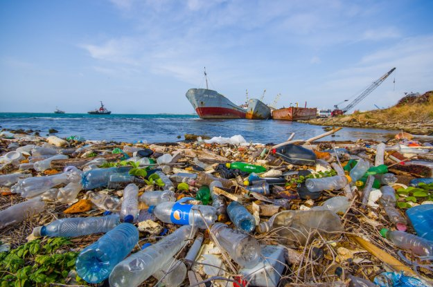 plastic-trash-in-oceans-and-waterways